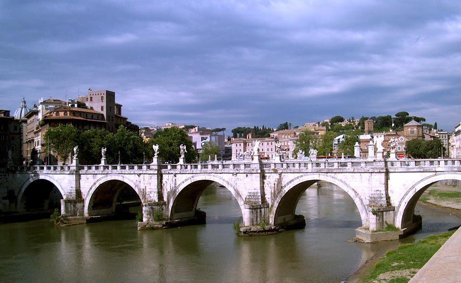 Un paseo junto al Tiber. Foto de ALBERTO PERAL