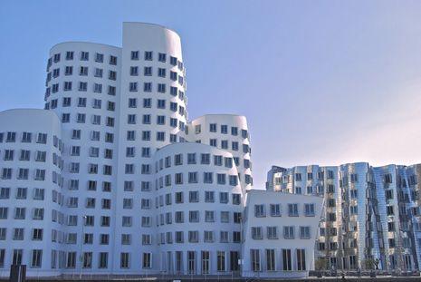 Edificios en movimieno de Frank Ghery. Foto de: Hernando Reyes