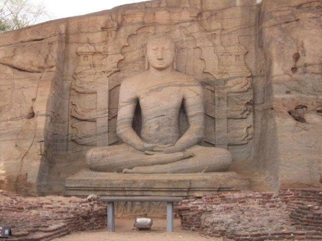 Buda excavado en la roca en Polonnaruwa