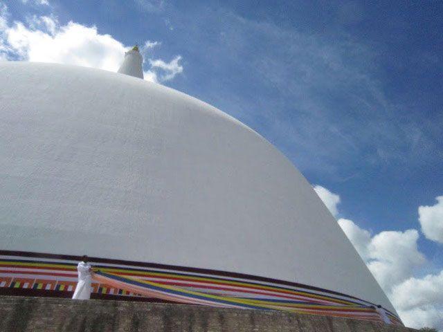 Estupa Abhayagiri Dagaba en Anuradhapura | Foto: Almudena Alameda