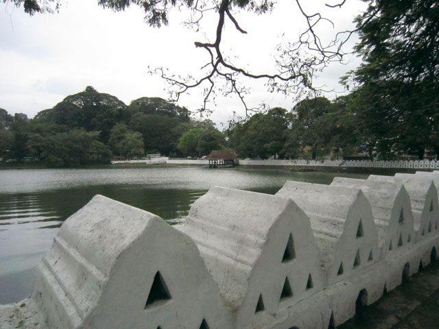 Vista del Lago de Kandy | Foto: Almudena Alameda