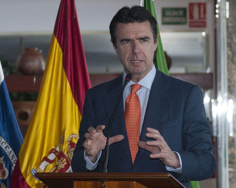 José Manuel Soria, ministro de Industria, Energía y Turismo, en El Hierro | Foto: MIET