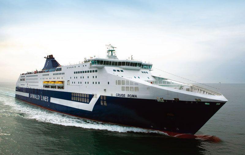 Crucero de Grimaldi navegando