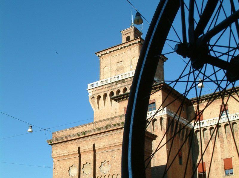 La bici, una de las mejores formas de conocer Ferrara | Foto: Turismo Ferrara