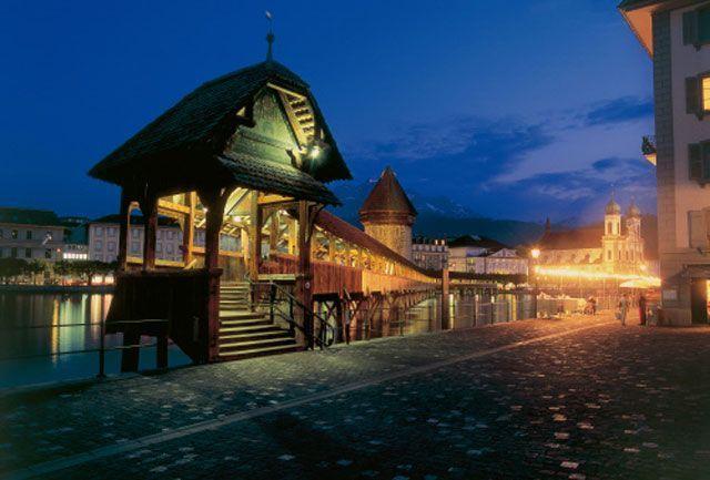 Kapellbrucke de noche | Foto: Turismo de Lucerna