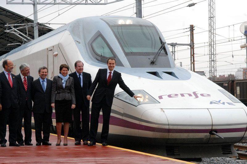 Inauguración de la línea de alta velocidad Madrid-Valladolid por el presidente José Luis Rodríguez Zapatero y Magdalena Álvarez, ministra de Fomento | Foto: La Moncloa