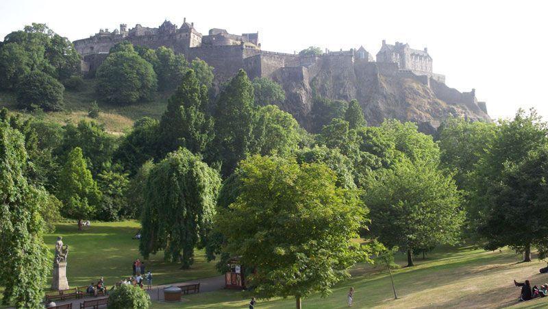 El castillo de Edimburgo desde los jardines de Princes Street   Foto: David Fernández