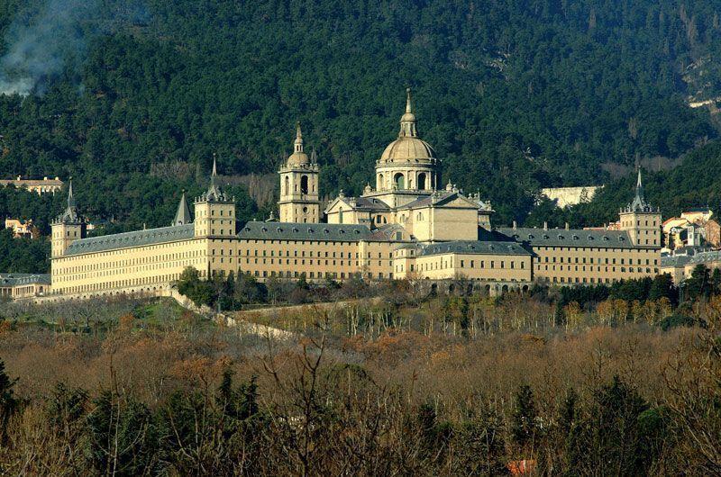 El Monasterio de San Lorenzo de El Escorial desde los prados cercanos | Foto: Turismo de Madrid