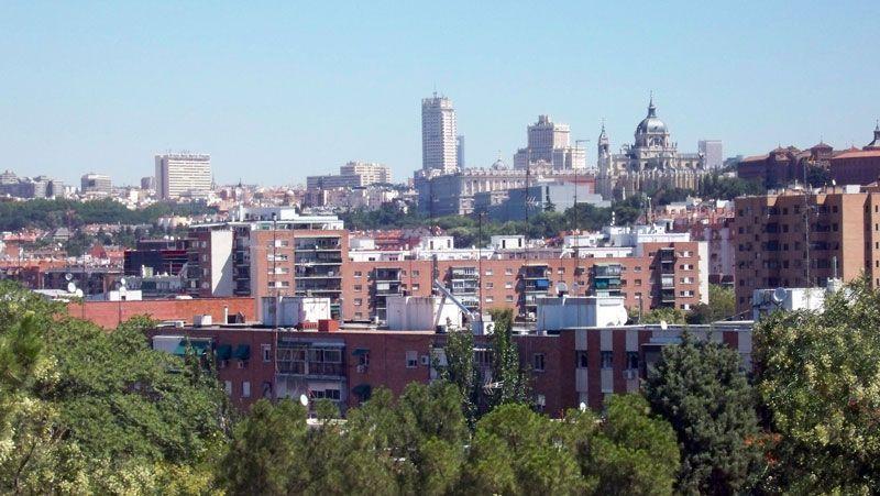 Un perfil de Madrid, visto desde el parque de San Isidro | Foto: David Fernández
