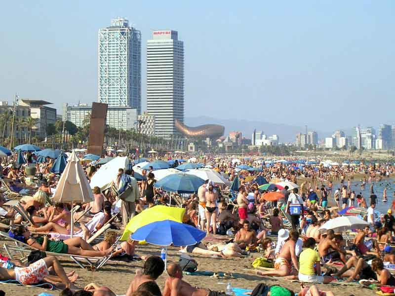 Playa en la Barceloneta   Foto: Takeaway para Wikipedia