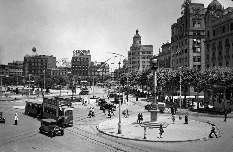 Plaza de Cataluña de Barcelona entre los años 40 y 50 del siglo XX | Foto: Instituto de Estudios Fotográficos de Cataluña en Flickr