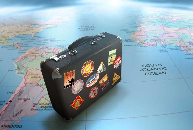 Una maleta lista para viajar por el mundo