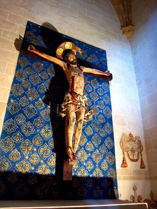 Capilla del Cristo de la Agonía restaurada y con el adamascado azul en la pared | Foto: Beatriz de Lucas para Viajesdeprimera.com