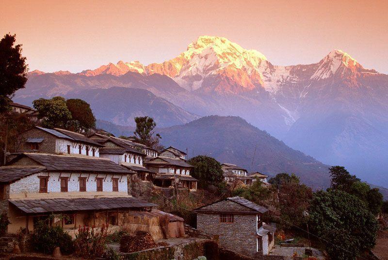 Villa de Ghandrung y lado sur del pico Annapurna (Nepal) | Foto: rajkumar1220 para Flickr bajo licencia Creative Commons 2.0