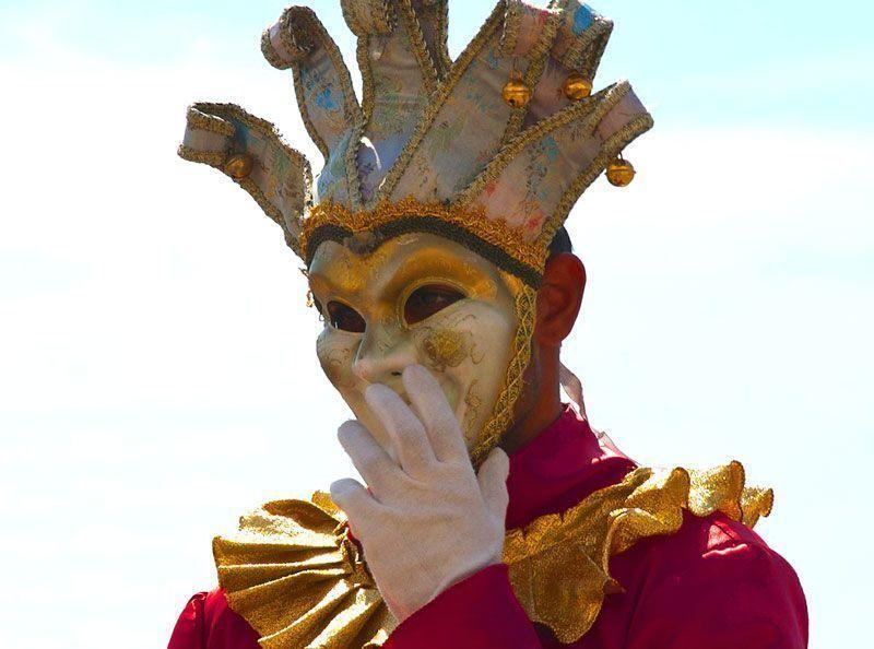Hombre disfrazado de bufón | Foto: ewka_pn para Pixabay