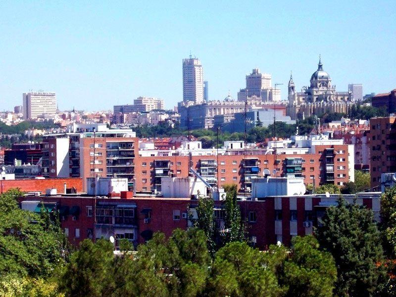 El perfil de Madrid visto desde el parque de San Isidro, donde se celebra la festividad | Foto: David Fernández