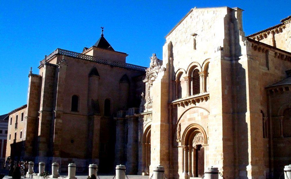 Portada de San Isidoro de León | Foto: David Fernández
