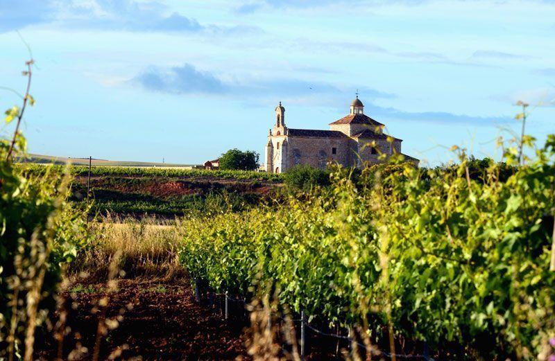 Vista exterior de la iglesia del Monasterio de Valbuena | Foto: Castilla Termal Hoteles