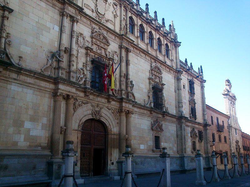 Fachada de la Universidad de Alcalá de Henares | Foto: David Fernández