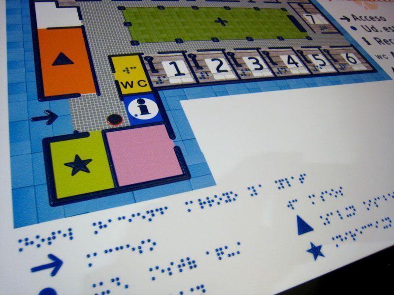 Cartel en braille y resaltado del Hotel Arroyo La Plata   Foto: Beatriz de Lucas