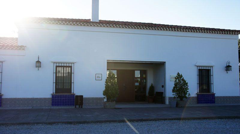 Entrada al Hotel Arroyo La Plata   Foto: Beatriz de Lucas Luengo
