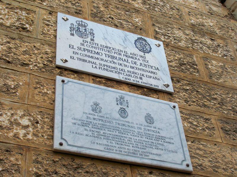 Placas que indican la fundación del Tribunal Supremo en la Torre Tavira   Foto: David Fernández