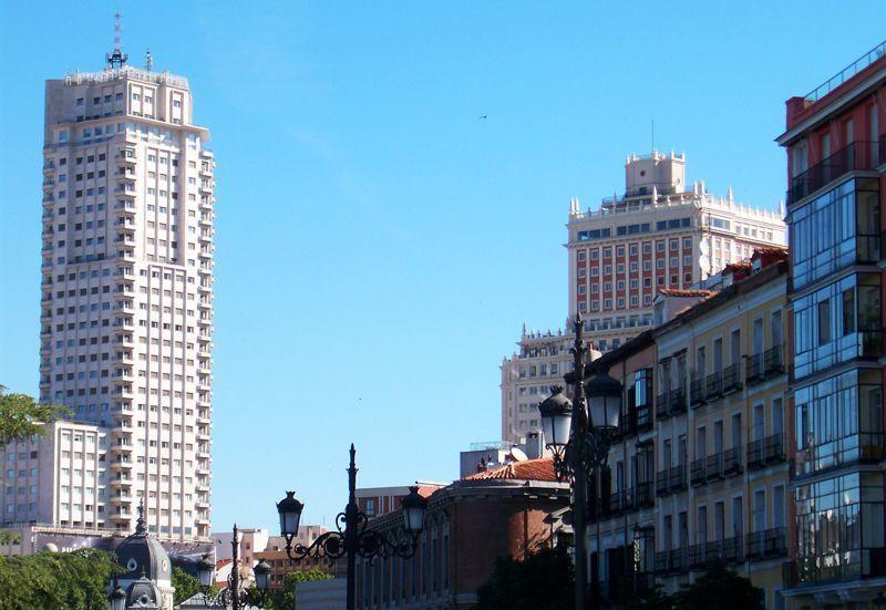 La Torre de Madrid y el Edificio España, centro de inversiones hoteleras en Madrid | Foto: David Fernández
