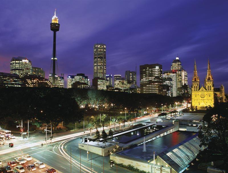 Catedral de Santa Maria de noche - Foto de ONT Australia