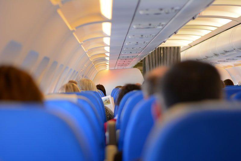 Interior de un avión de pasajeros | Foto: StelaDi para Pixabay