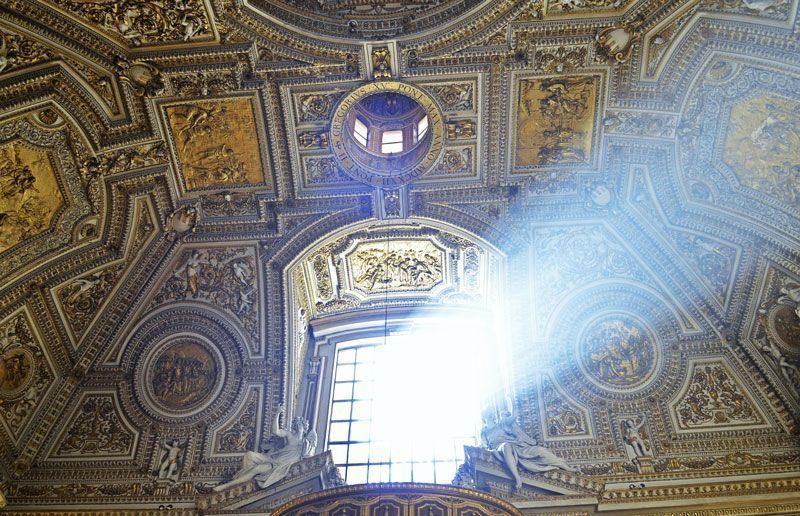 Interior de la Basílica de San Pedro | Foto: TreptowerAlex para Pixabay