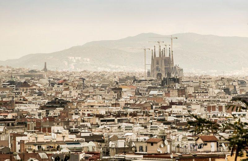 Panorama de Barcelona con la Sagrada Familia | Foto: Jarmoluk para Pixabay