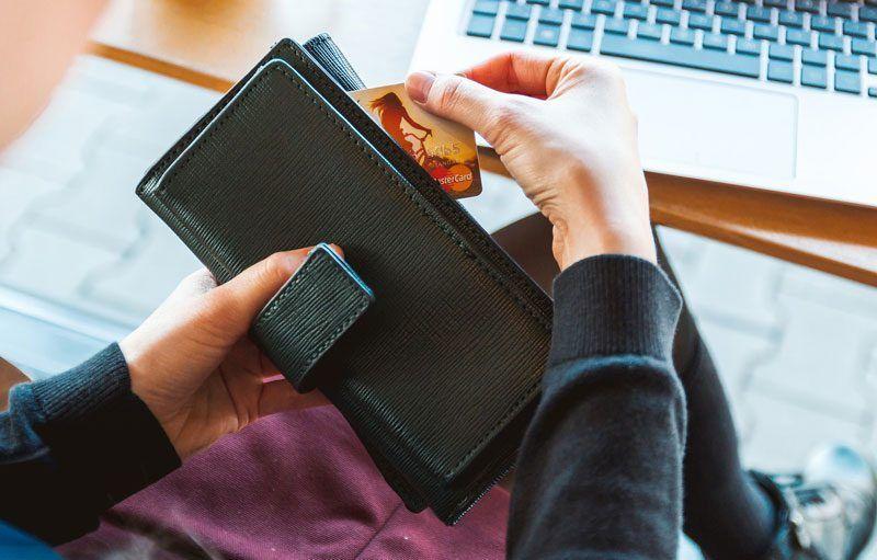 Tarjeta de crédito para compras on line   Foto: Jeshoots para Pixabay