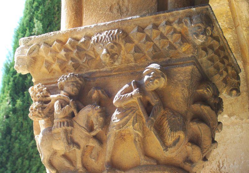 Capitel del claustro de Santa María la Real de Nieva | Foto: David Fernández