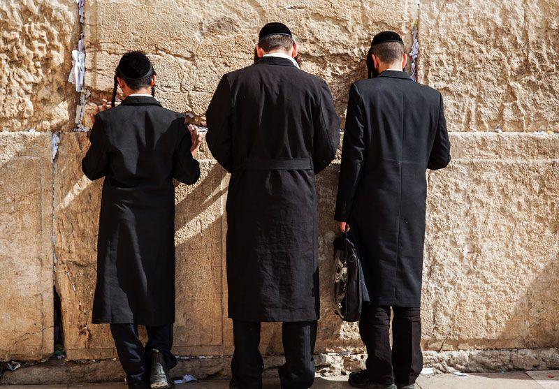 Judíos ortodoxos en el Muro de las Lamentaciones de Jerusalén | Foto: rliessum para Pixabay
