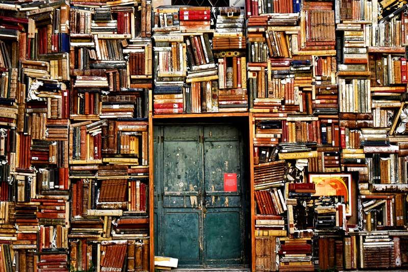Biblioteca de libros antiguos | Foto: Pixabay