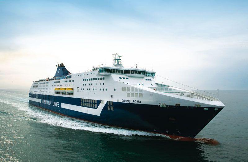 Barco de Grimaldi Lines surcando el Mediterráneo | Foto: Grimaldi Lines