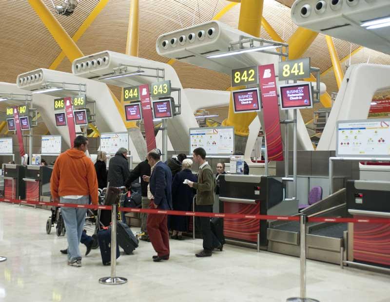 Mostradores de facturación de Iberia en la T4 de Madrid-Barajas | Foto: Iberia