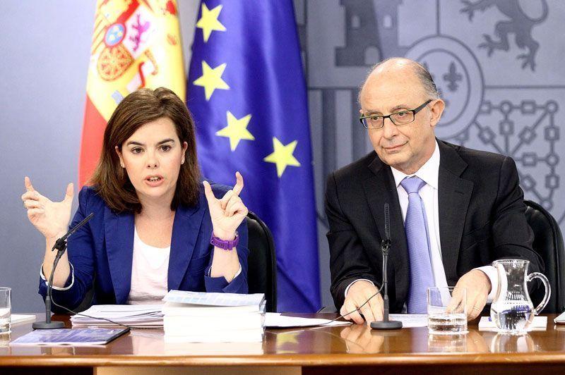 Soraya Saénz de Santamaría, vicepresidenta del Gobierno, y Cristóbal Montoro, ministro de Hacienda y Administraciones Públicas   Foto: La Moncloa