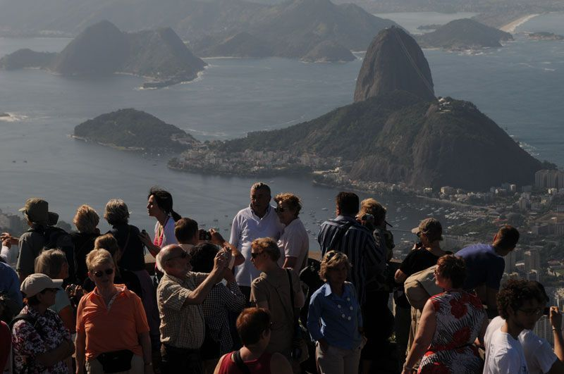 Turistas en el Cerro del Corcovado (Río de Janeiro, Brasil) | Foto: Ricardo Labastier