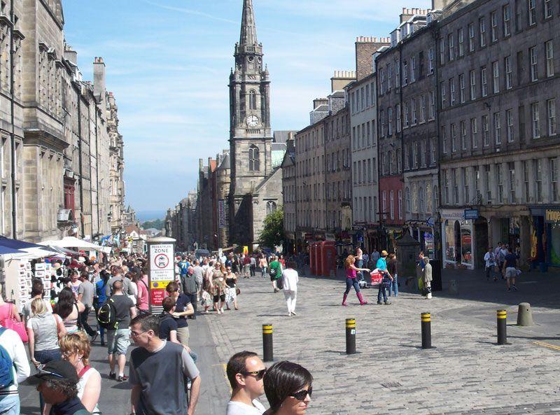 Vista de la Royal Mile en Edimburgo (Escocia, Reino Unido) | Foto: David Fernández