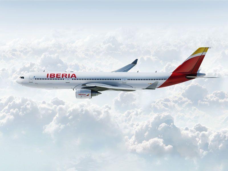 Avión A330 de Iberia con la nueva imagen de la aerolínea | Foto: Iberia