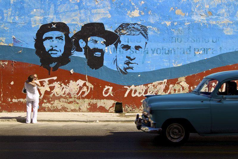 Muro propagandístico en Cuba
