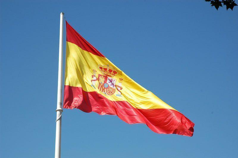 Bandera oficial de España en la Plaza de Colón (Madrid)