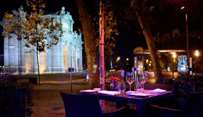 La terraza del Hotel Hospes Madrid con la Puerta de Alcalá al fondo | Foto: Hospes Hoteles