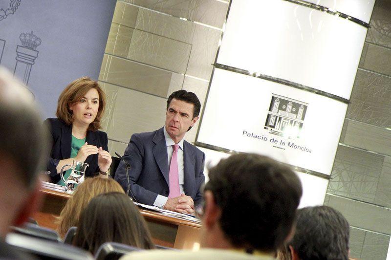 Soraya Saénz de Santamaría, vicepresidenta del Gobierno, y José Manuel Soria, ministro de Turismo, presentan el plan sectorial de turismo de naturaleza   Foto: Moncloa