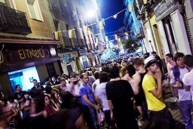 Calle de Madrid durante la celebración de las fiestas del Orgullo Gay | Foto: Turismo Comunidad de Madrid