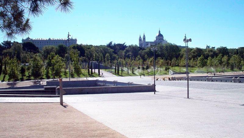 El Palacio Real y la Catedral de la Almudena desde el Puente del Rey | Foto: David Fernández