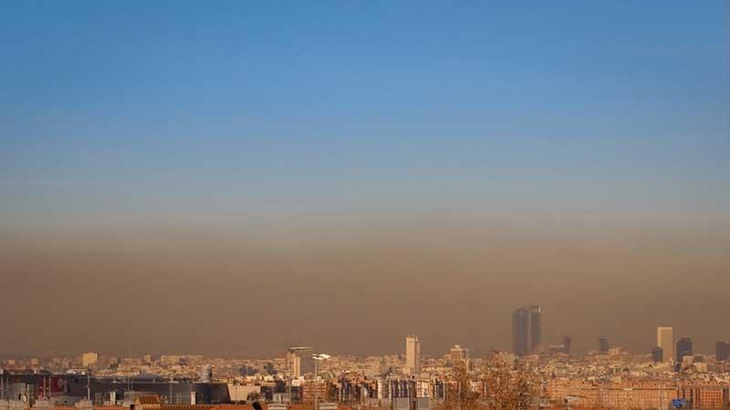 Capa de contaminación sobre la ciudad de Madrid | Foto: Scambelo/Flickr