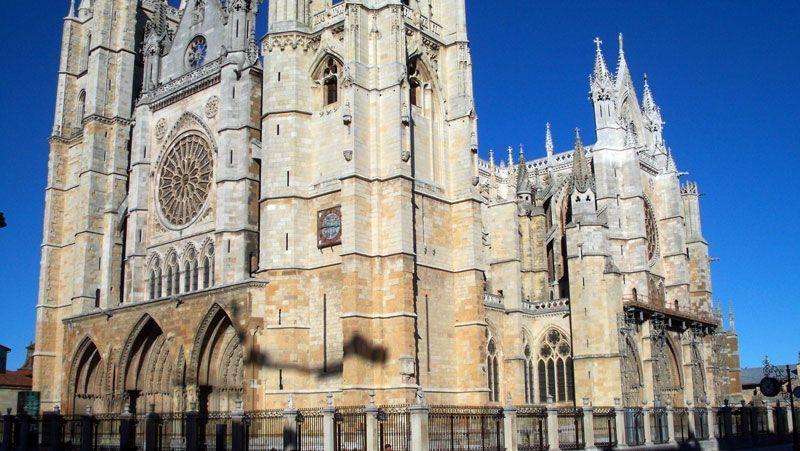 Fachada principal de la catedral de León | Foto: David Fernández