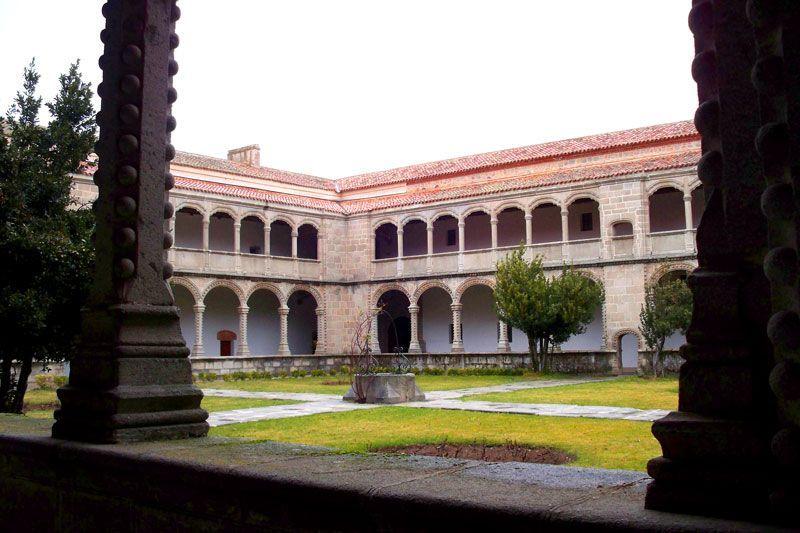 Claustro del Monasterio de Santo Tomás de Ávila | Foto: David Fernández
